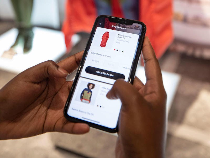 Hybrid CX: Four use cases for retailers integrating smartphones into stores